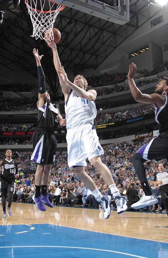 Mavs extend Kings' Dallas skid with 103-100 win