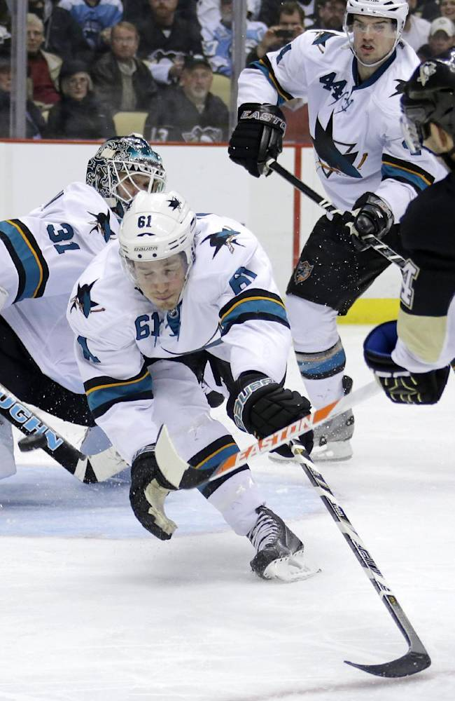 Kunitz scores 2, powers Penguins past Sharks 5-1