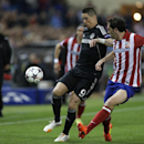 Chelsea's Fernando Torres, left controls the ball during the Champions League semifinal first leg soccer match between Atletico Madrid and Chelsea at the Vicente Calderon stadium in Madrid, Spain, Tuesday, April 22, 2014