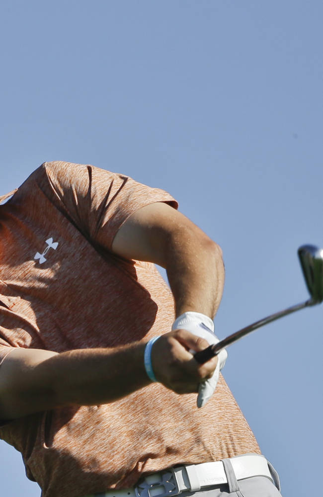 Woodland takes 1-shot lead; Tiger headed home