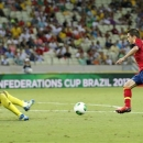 Spain's Jordi Alba, right, passes by Nigeria's Vincent Enyeama to score his side's 3rd goal during the soccer Confederations Cup group B match between Nigeria and Spain at the Castelao stadium in Fortaleza, Brazil, Sunday, June 23, 2013. (AP Photo/Fernando Llano)