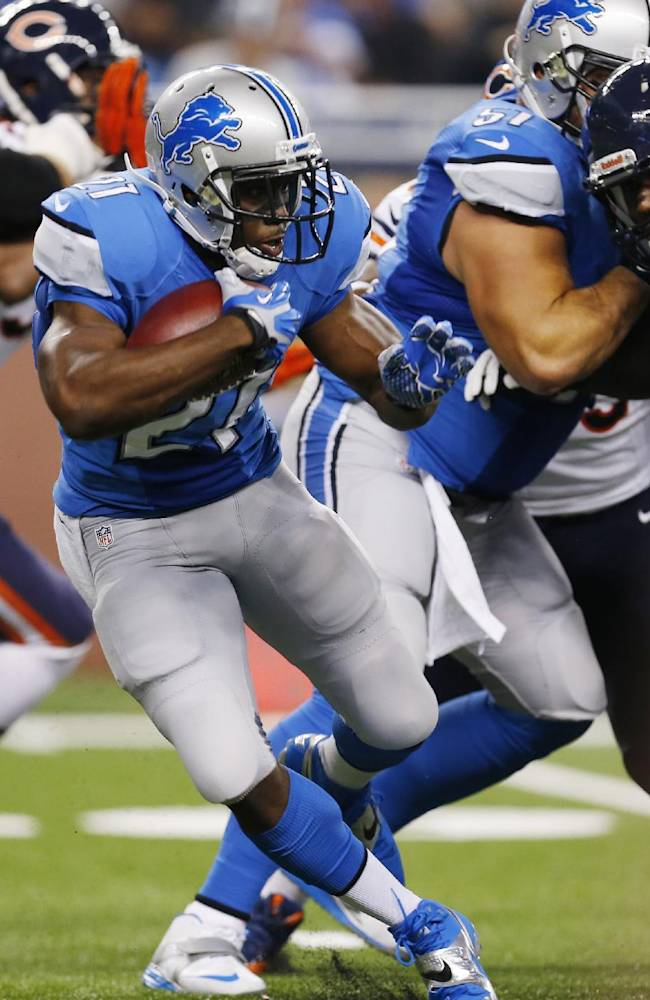 Detroit Lions running back Reggie Bush (21) runs during the first quarter of an NFL football game against the Chicago Bears at Ford Field in Detroit, Sunday, Sept. 29, 2013