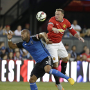 San Jose Earthquakes defender Victor Bernardez, left, and Manchester United forward Wayne Rooney, right, vie for the ball during the first half of an International Champions Cup soccer match Tuesday, July 21, 2015, in San Jose, Calif. (AP Photo/Eric Risbe