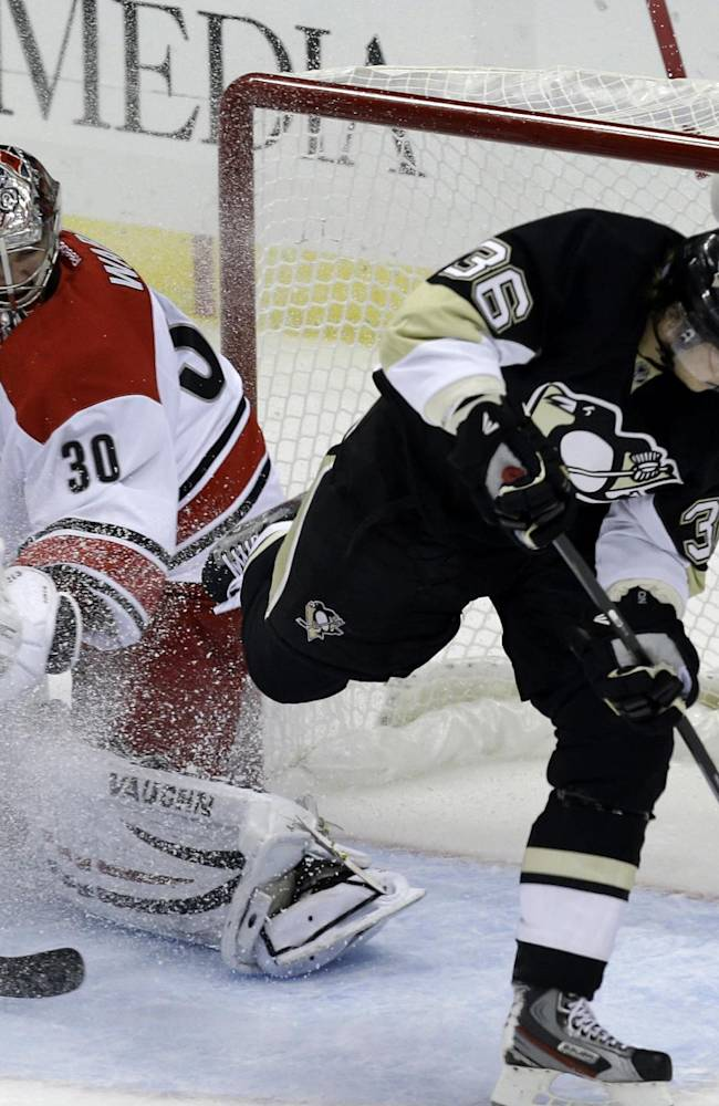 Penguins remain unbeaten, top Hurricanes 5-2