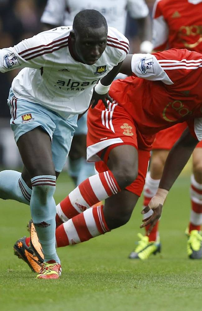 Southampton's Victor Wanyama, right, vies for the ball with West Ham's Mohamed Diame, left, during the English Premier League soccer match between Southampton and West Ham United at St Mary's Stadium in Southampton, England Sunday, Sept. 15, 2013
