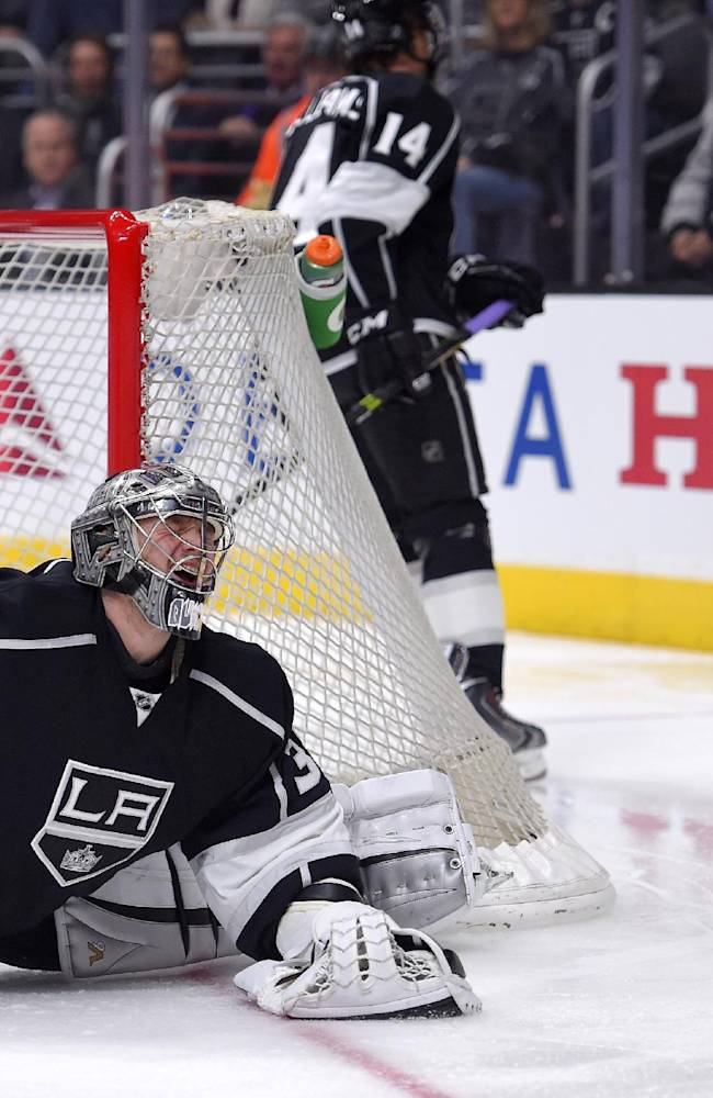 Toffoli, Muzzin score late, LA Kings rally past Chicago 4-3