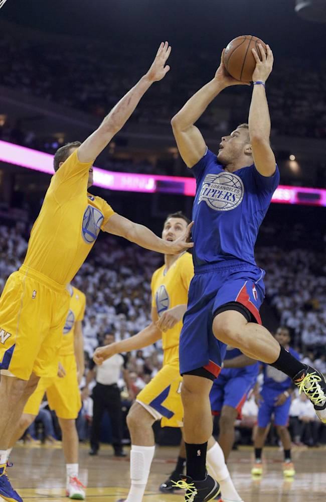 Los Angeles Clippers forward Blake Griffin (32) pulls up for a shot over Golden State Warriors forward David Lee during the first half of an NBA basketball game, Wednesday, Dec. 25, 2013, in Oakland, Calif