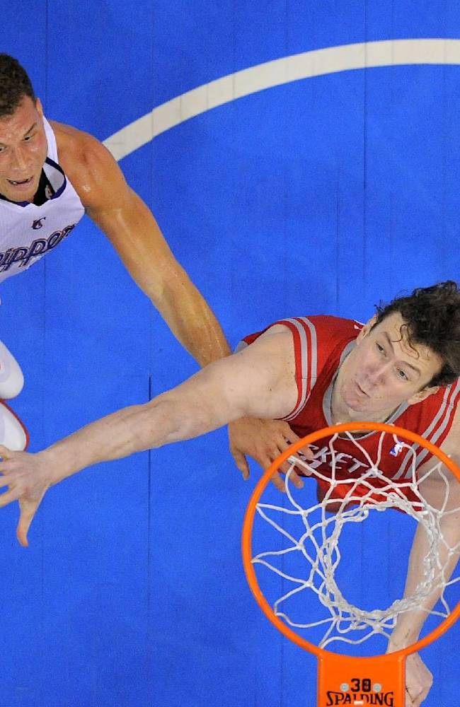 Los Angeles Clippers forward Blake Griffin, left, puts up a shot as Houston Rockets center Omer Asik, of Turkey, defends during the first half of an NBA basketball game, Wednesday, Feb. 26, 2014, in Los Angeles