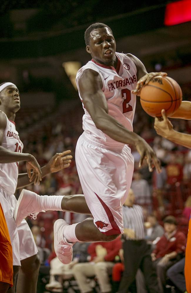 Madden's career high lifts Arkansas in 2nd half
