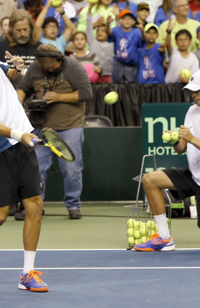 Bryan brothers clinch Davis Cup matchup for US