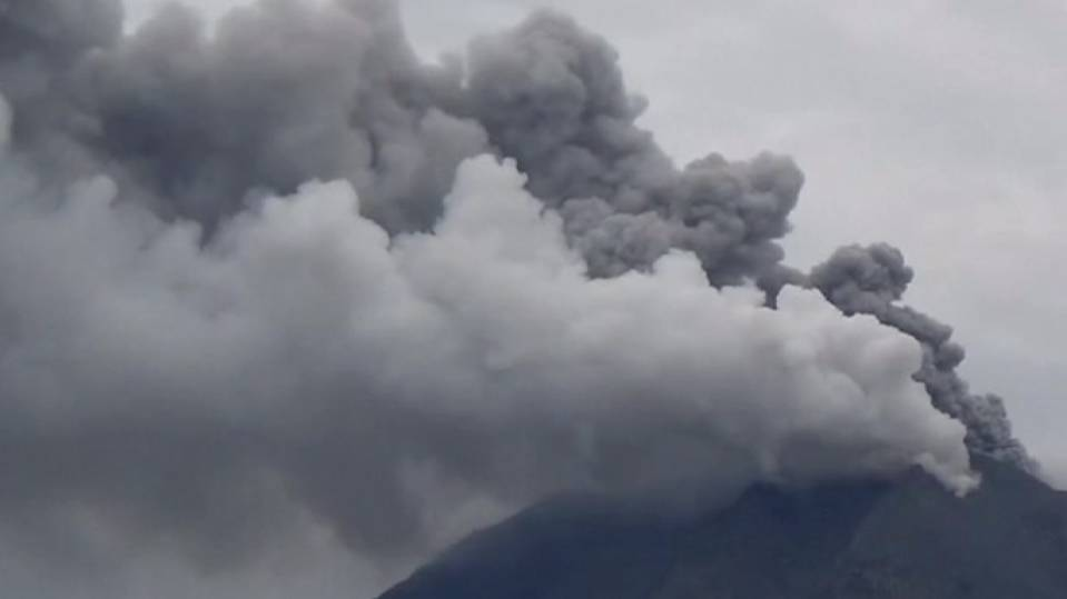 Indonesia's Sinabung volcano spews more ash