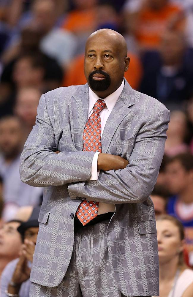 Knicks fire coach Mike Woodson after lost season