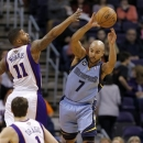 Memphis Grizzlies' Jerryd Bayless (7) passes around Phoenix Suns' Markieff Morris (11) as Goran Dragic watches during the sec