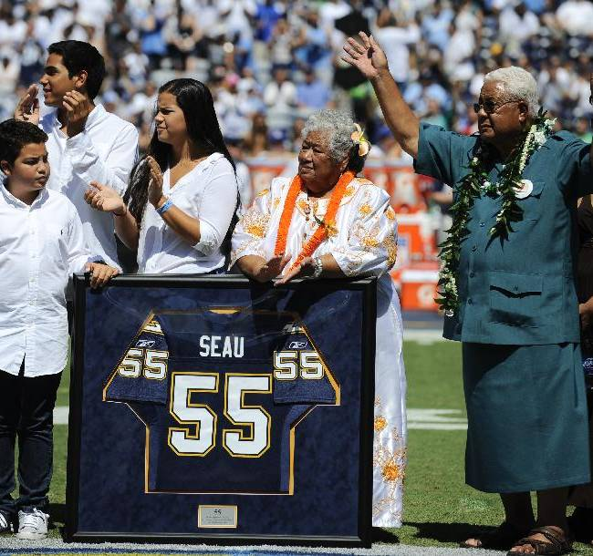 Seau family objects to NFL's $765M concussion deal