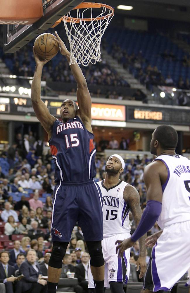 Horford leads Hawks over Kings 105-100