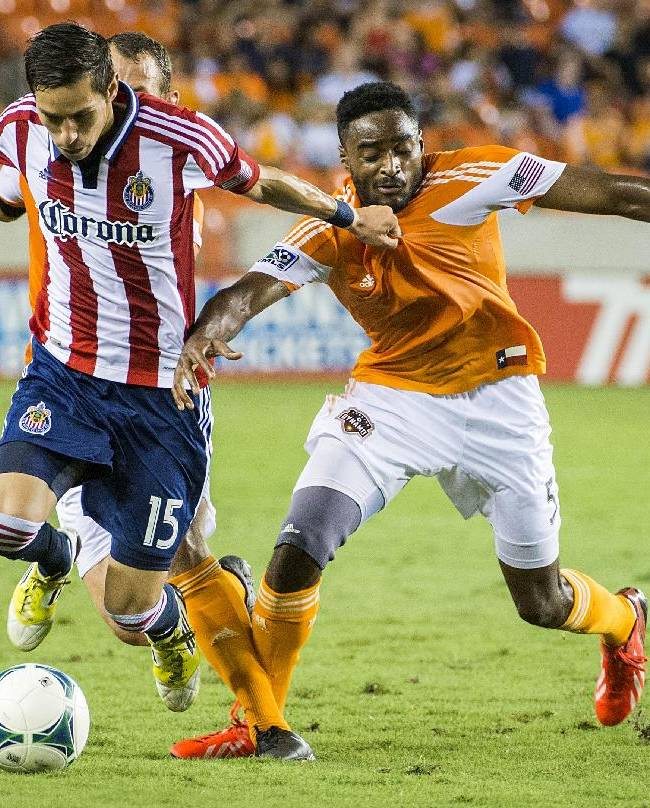 Barnes, Garcia lead Dynamo over Chivas USA, 5-1