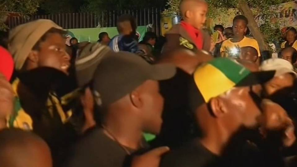 Mandela tributes go into night in Soweto