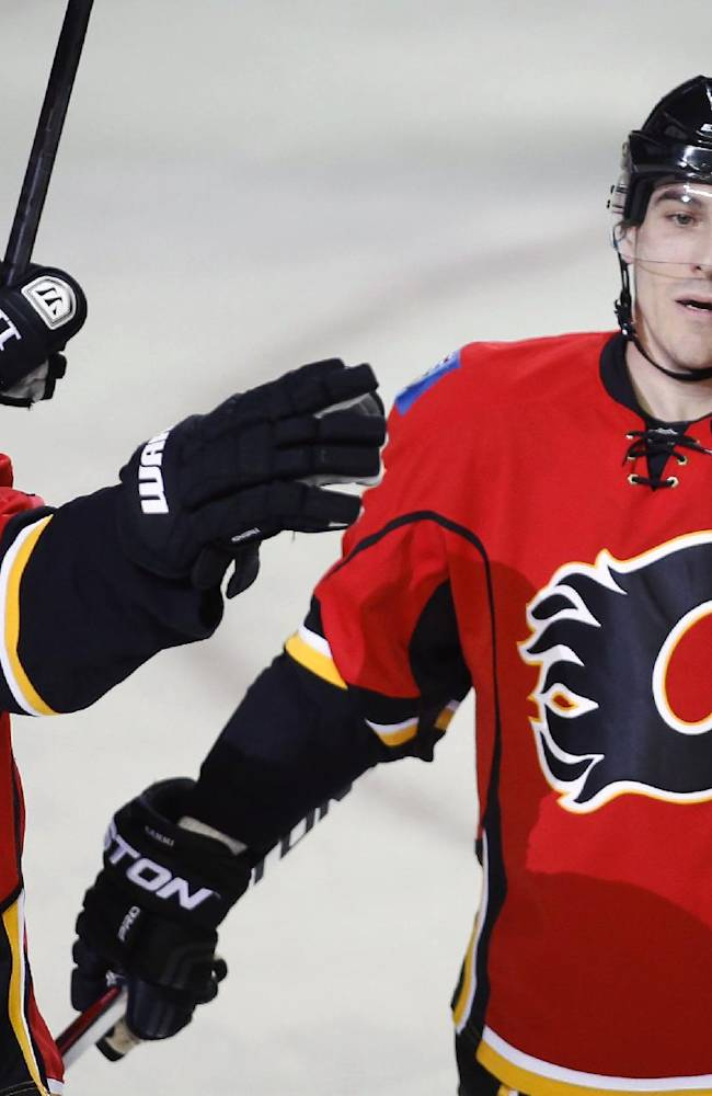 Mikael Backlund helps Flames rout Ducks 7-2