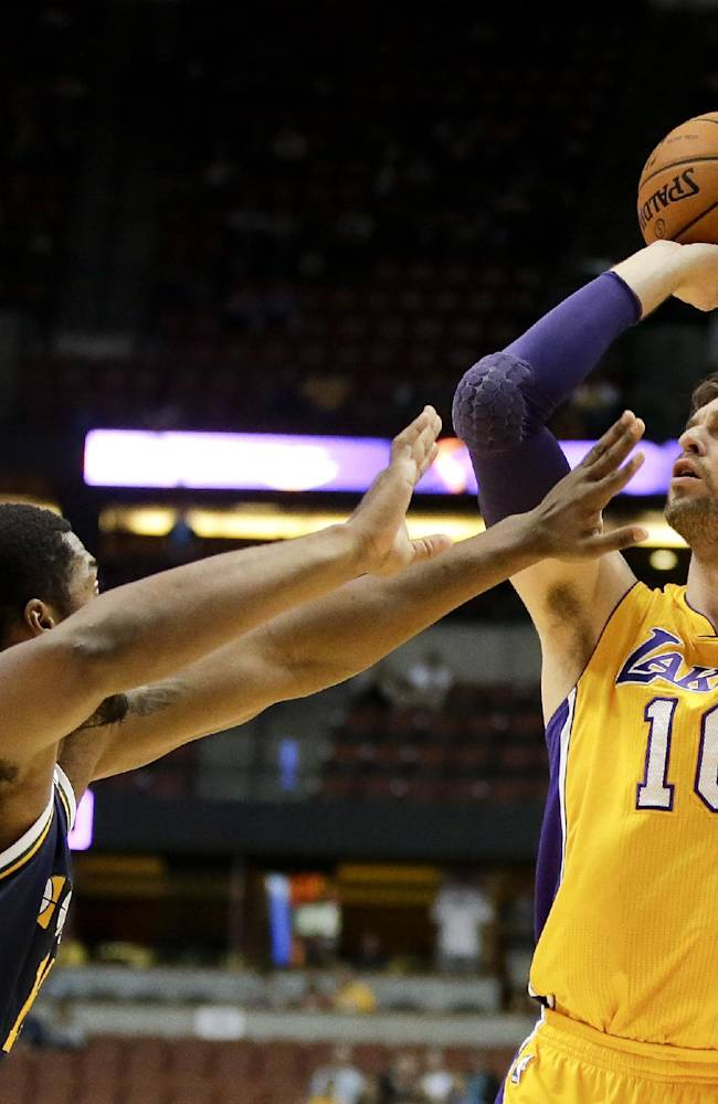 Lakers end preseason with 111-106 win over Jazz