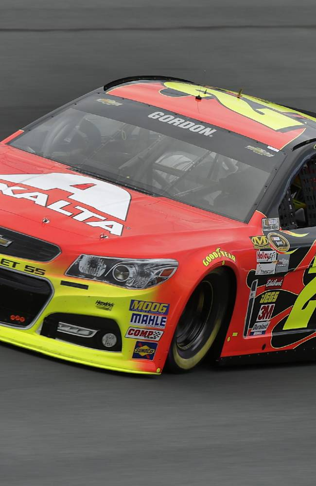 Gordon takes pole at Charlotte Motor Speedway