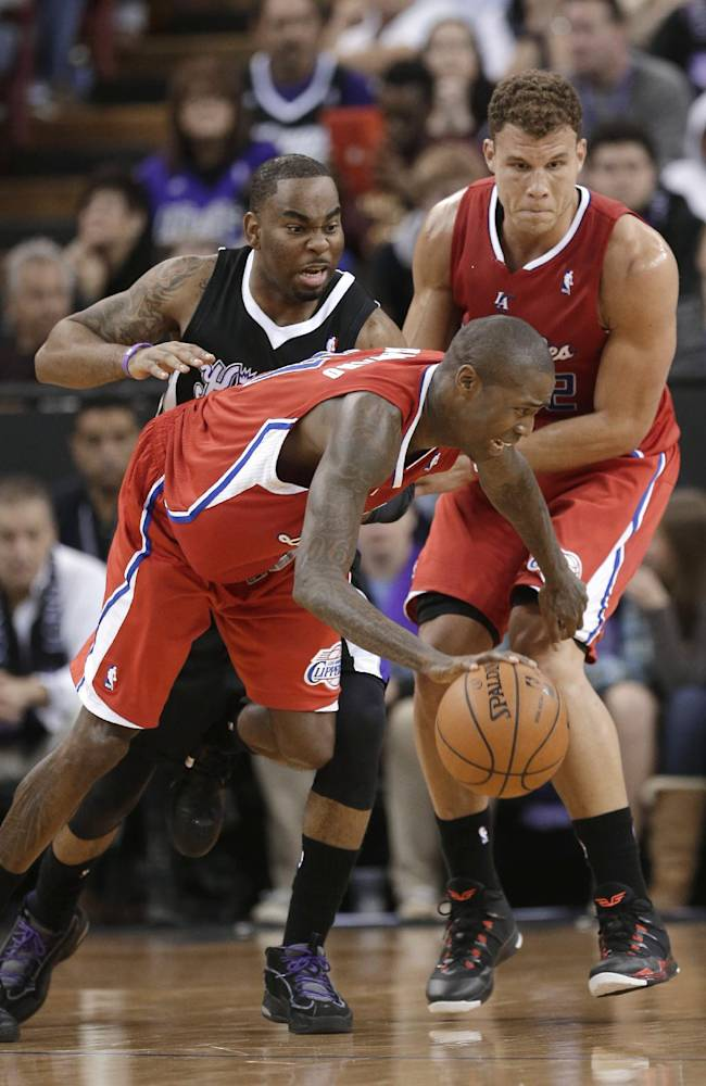 Los Angeles Clippers guard Jamal Crawford, center, uses a screen set by teammate Blake Griffin, right, to rid himself of Sacramento Kings guard Marcus Thornton during the fourth quarter of an NBA basketball game in Sacramento, Calif., Friday, Nov. 29, 2013.  The Clippers won in overtime, 104-98