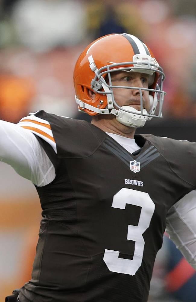Battered Browns sign quarterback Caleb Hanie