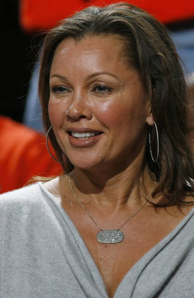 Vanessa Williams watches a game between Dayton and Syracuse during the NCAA men's college basketball tournament in Buffalo, N.Y., Saturday, March 22, 2014