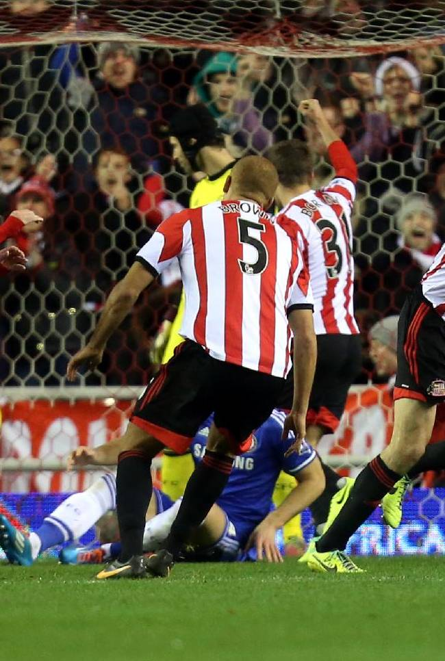 Sunderland's captain John O'Shea, right, celebrates his goal during their English Premier League soccer match against Chelsea at the Stadium of Light, Sunderland, England, Wednesday, Dec. 4, 2013