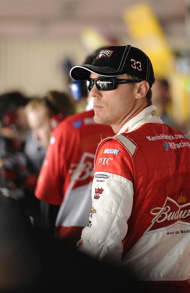 Earnhardt wins pole at Dover