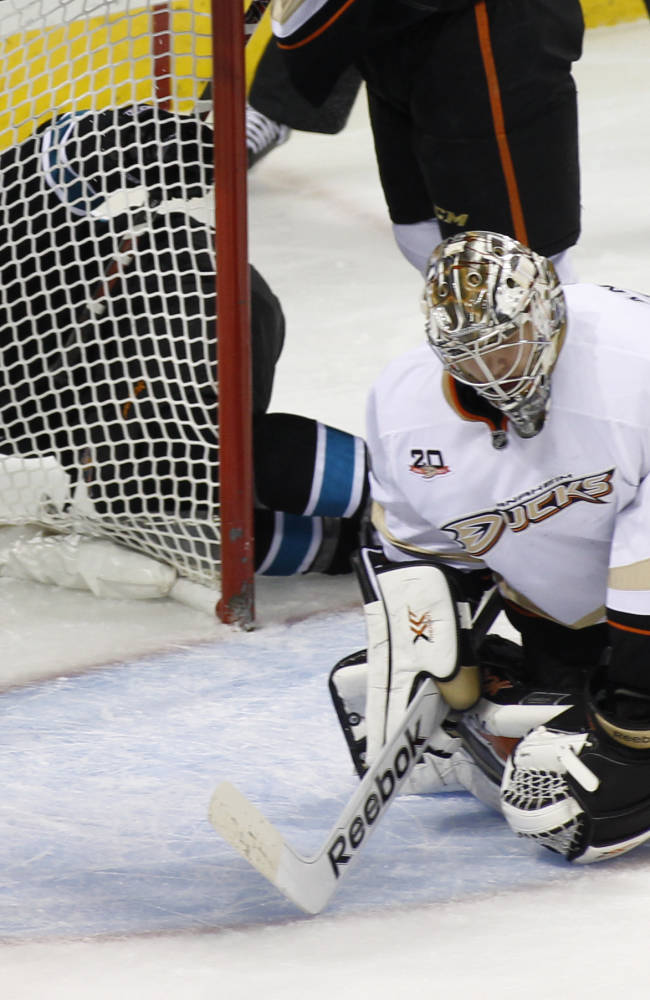Sharks snap Ducks' 10-game winning streak