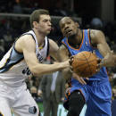 Oklahoma City Thunder's Kevin Durant, right, drives past Memphis Grizzlies' Jon Leuer in the first half of an NBA basketball game in Memphis, Tenn., Wednesday, Dec. 11, 2013. (AP Photo/Danny Johnston)