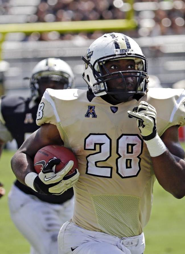 Central Florida running back William Stanback (28) breaks away from the defense for a 70-yard touchdown during their spring NCAA college football game in Orlando, Fla., Saturday, April 12, 2014