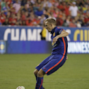 Manchester United's Darren Fletcher scores the winning kick in a penalty kick shootout during a soccer game at the 2014 Guinness International Champions Cup, Tuesday, July 29, 2014, in Landover, Md. Manchester United won 5-3 in penalty kicks