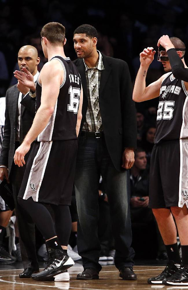 San Antonio Spurs' Tim Duncan, second from right, talks to teammates during a timeout in second half of an NBA basketball game against the Brooklyn Nets, Thursday, Feb. 6, 2014, in New York. Brooklyn won 103-89