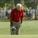 Arnold Palmer pauses and bows to the gallery as he walks to the 18th green during his final competitive appearance in the Masters golf tournament at Augusta National Golf Club in Augusta, Georgia. REUTERS/Kevin Lamarque