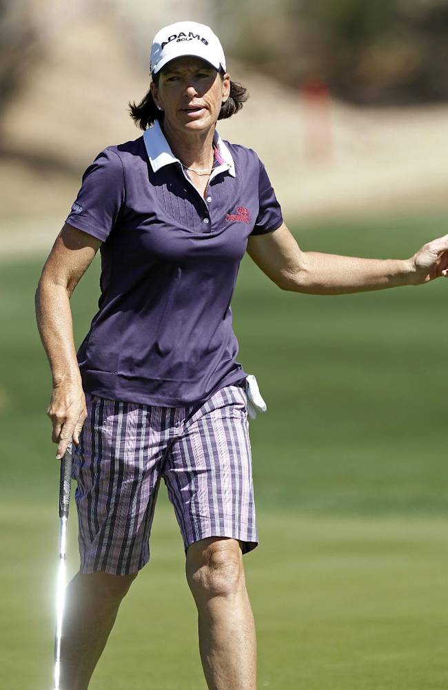 Juli Inkster acknowledges applause from the crowd despite bogeying the seventh hole during the first round of the Founders Cup golf tournament, Thursday, March 14, 2013, in Scottsdale, Ariz