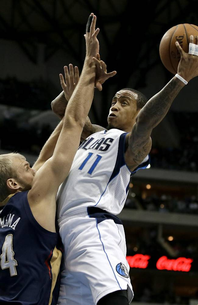 Nowitzki gets 40, Mavs hold off Pelicans 110-107