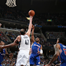 MEMPHIS, TN - FEBRUARY 27: Chris Paul #3 of the Los Angeles Clippers shoots against Kosta Koufos #41 of the Memphis Grizzlies on February 27, 2015 at the FedExForum in Memphis, Tennessee. (Photo by Joe Murphy/NBAE via Getty Images)