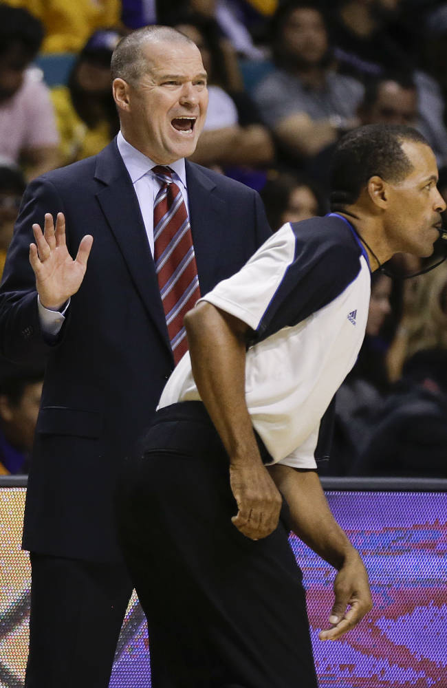Sacramento Kings coach Michael Malone, left, shouts out to his players in the fourth quarter of a preseason NBA basketball game against the Los Angeles Lakers, Thursday, Oct. 10, 2013, in Las Vegas. The Kings won 104-86
