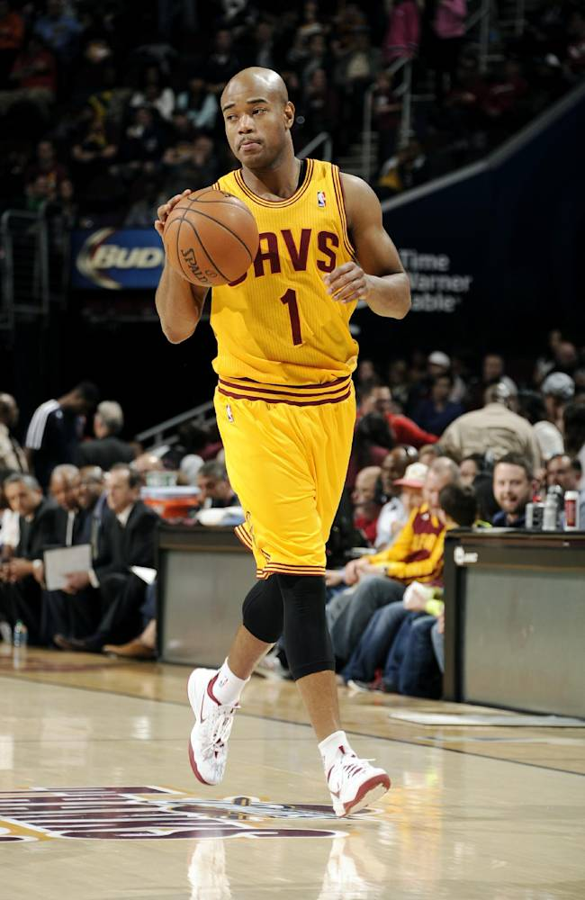 Cavs agree to 3-way trade, make room for James