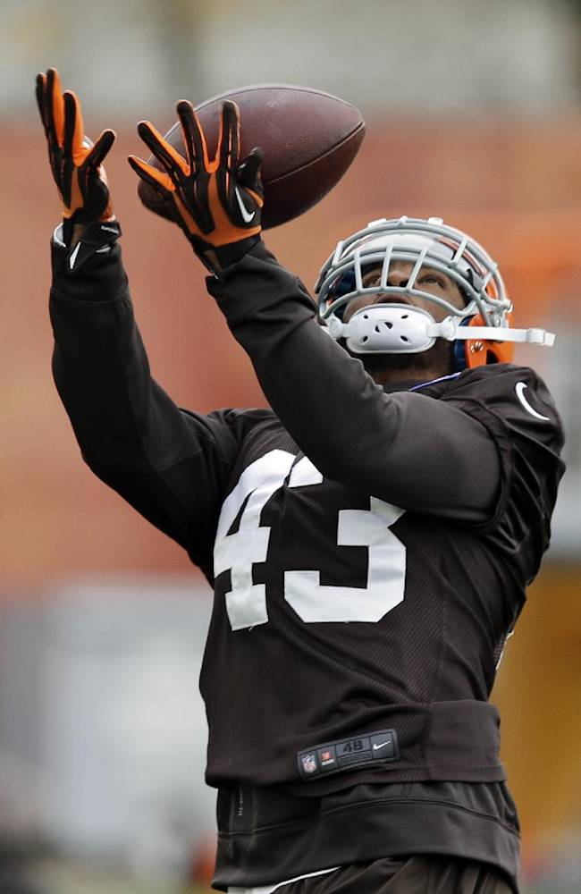 Cleveland Browns strong safety T.J. Ward catches a pass during practice at the NFL football team's facility in Berea, Ohio Wednesday, Nov. 6, 2013