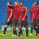 Roma's Francesco Totti, centre left and Ashley Cole, walk with teammates, during a training session, at the Etihad Stadium, in Manchester, England, Monday, Sept. 29, 2014. Roma will be playing Manchester City in a Champions League Group E soccer match on