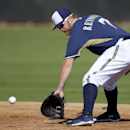 Milwaukee Brewers' Mark Reynolds fields a ground ball during baseball spring training Wednesday, Feb. 26, 2014, in Phoenix The Associated Press
