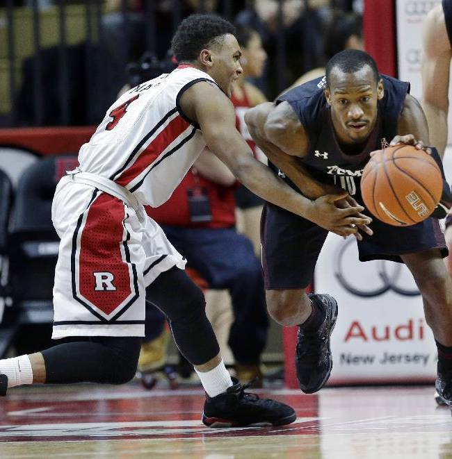 Rutgers guard Myles Mack (4) can't make a steal as Temple guard Will Cummings dribbles the ball up court during the first half of an NCAA college basketball game in Piscataway, N.J., Wednesday, Jan. 1, 2014