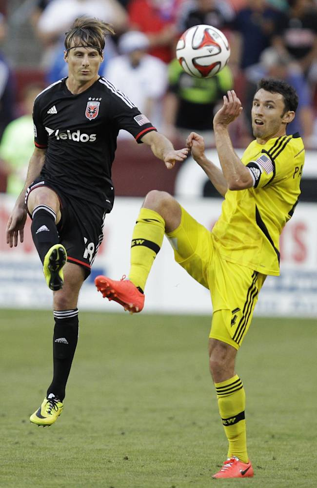 Clark's save preserves Crew's 0-0 draw with United