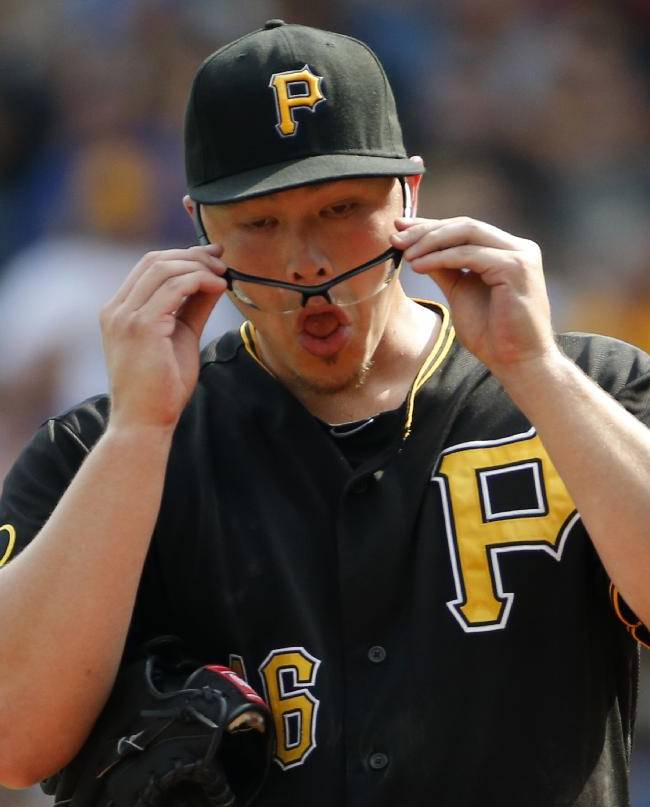 Walker, Worley lead surging Pirates past Reds 3-2