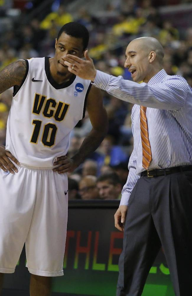 Virginia Commonwealth head coach Shaka Smart, right, talks with guard Darius Theus (10) in the first half of a second-round game of the NCAA college basketball tournament against Akron Thursday, March 21, 2013, in Auburn Hills, Mich