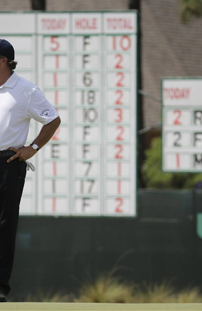 Mickelson struggles with putter at US Open