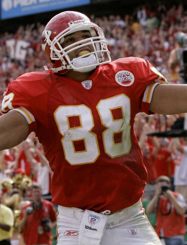 In this Oct. 14, 2007, file photo, Kansas City Chiefs tight end Tony Gonzalez celebrates a touchdown catch during an NFL football game against the Cincinnati Bengals in Kansas City, Mo. Gonzalez is wrapping up a 17-year career in which he was one of the best tight ends in NFL history. He never played in a Super Bowl but he leaves the game at 37 with no regrets, particularly in delaying retirement one year to play a final season that went all wrong for the Atlanta Falcons