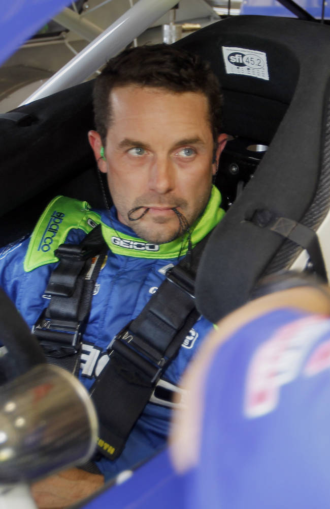 Kurt Busch takes pole at Fontana in 2nd race back on track